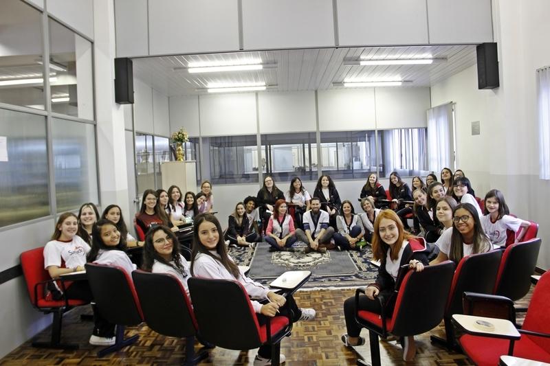 Para começar bem o ano letivo, turmas do Curso de Formação de Docentes participam de dinâmica de integração