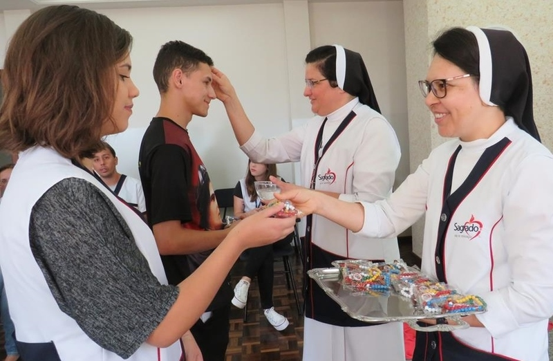 Educadores participam de celebração do Ano Missionário Cleliano
