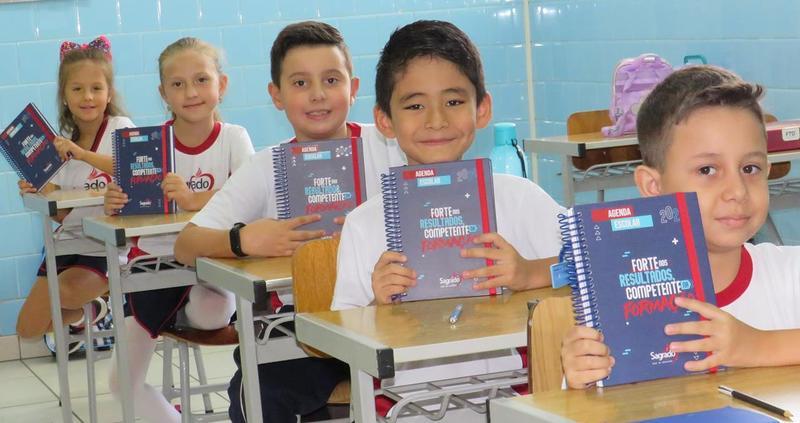 Educandos recebem a Agenda Escolar 2020