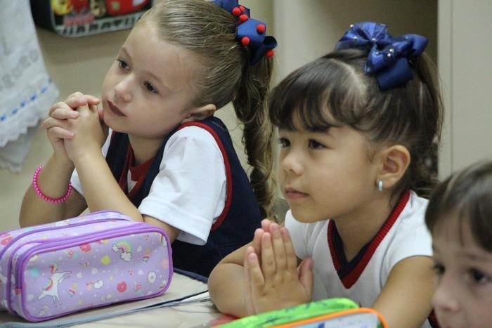 Educandos e Educadores são abençoados no início do ano letivo