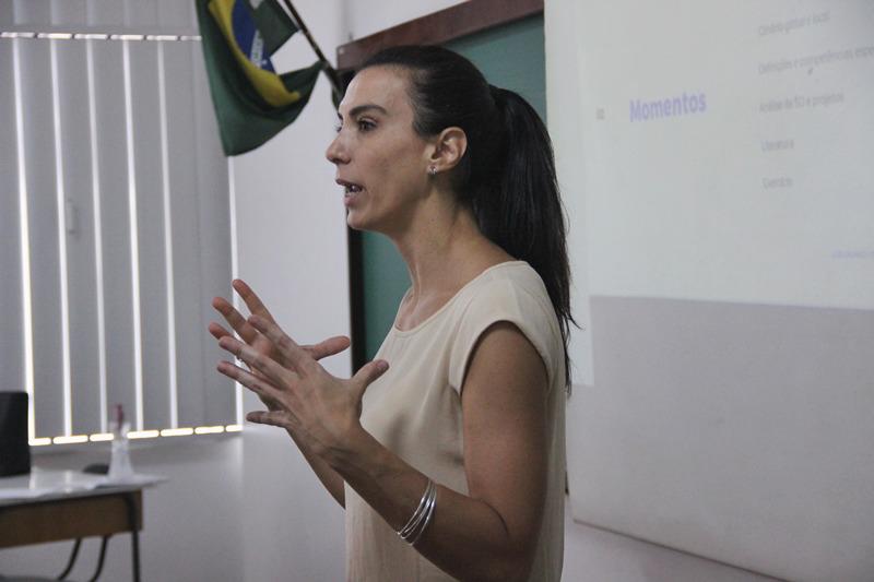 Educação financeira para crianças: educandos do Curso de Formação de Docentes participam de palestra sobre o tema