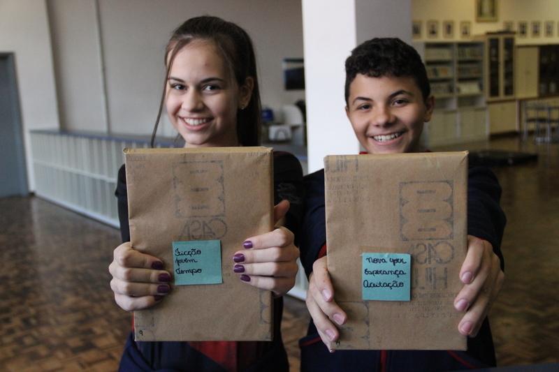 Marketing Literário: educandos são instigados a descobrir novos livros sem ver a capa