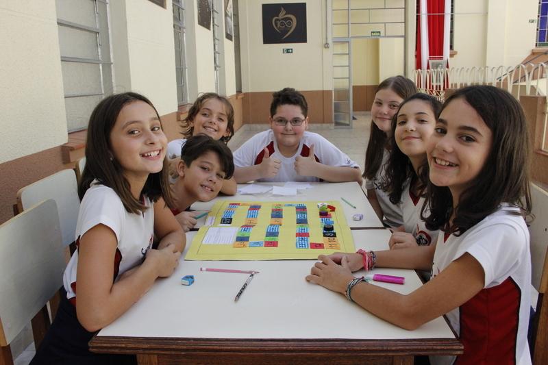 Educandos do 6º ano criam jogos matemáticos para aprender sobre sistemas numéricos