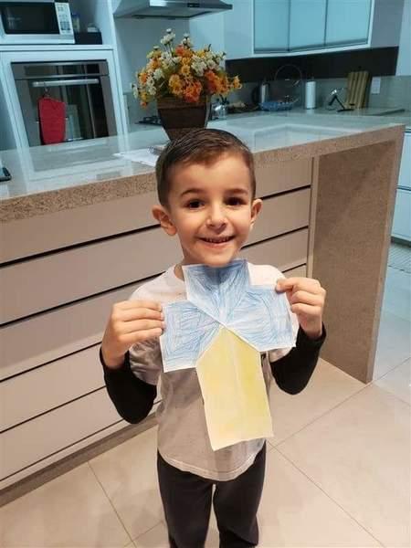 #SagradoEmCasa – Infantil V.1 faz dobraduras coloridas em aula sobre Símbolos Religiosos