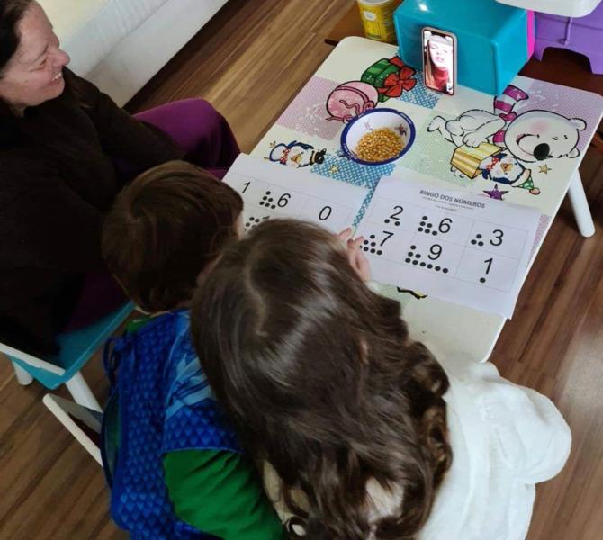 """#SagradoEmCasa -  """"Bingo dos Numerais"""" reúne família do Infantil III para uma tarde de diversão"""