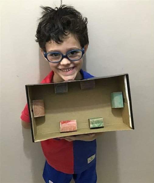 #SagradoEmCasa – Crianças constroem jogo para aprender noções espaciais