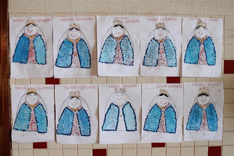 Educandos da Escola Social Clélia Merloni, confeccionam imagens de Nossa Senhora Aparecida