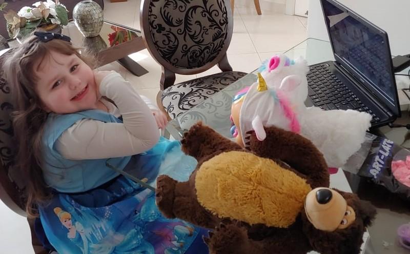 #SagradoEmCasa - Infantil IV festeja aniversário on-line inspirados em Tarsila do Amaral