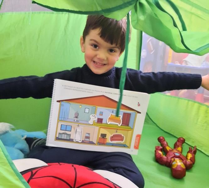 #SagradoEmCasa - Aprendendo sobre moradias, crianças constroem a própria cabana em casa