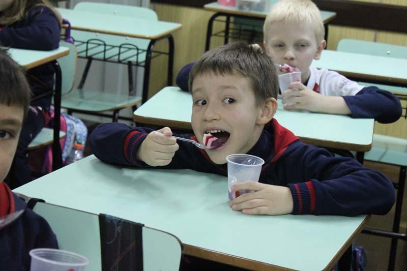 Comer gelatina é uma delícia e faz bem à saúde!