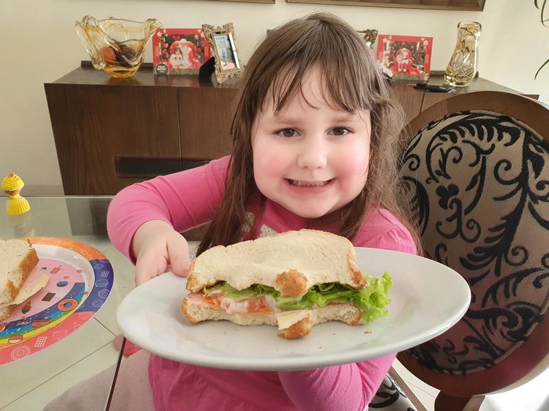"""#SagradoEmCasa - Crianças são estimuladas a alimentar-se de forma saudável e recriam o """"Sanduíche da Maricota"""""""