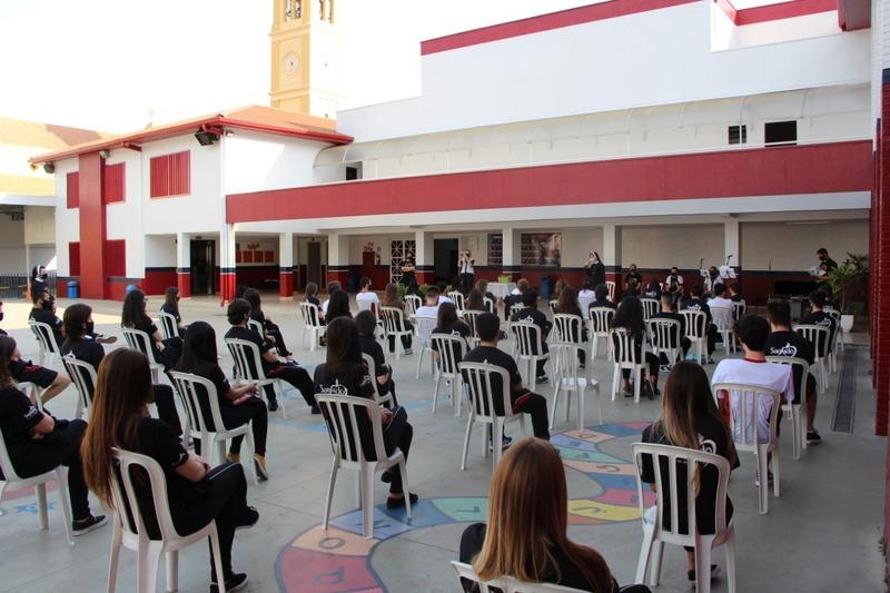 Conectando Corações: educandos do Terceirão visitam o Colégio depois de 6 meses