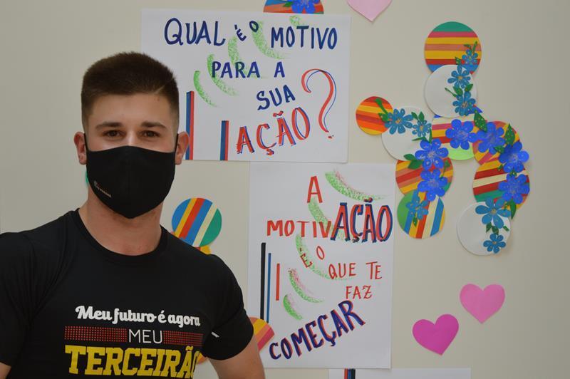TERCEIRÃO – Colégio Coração realiza sessão de fotos e entrega de materiais aos educando da 3ª Série do Ensino Médio
