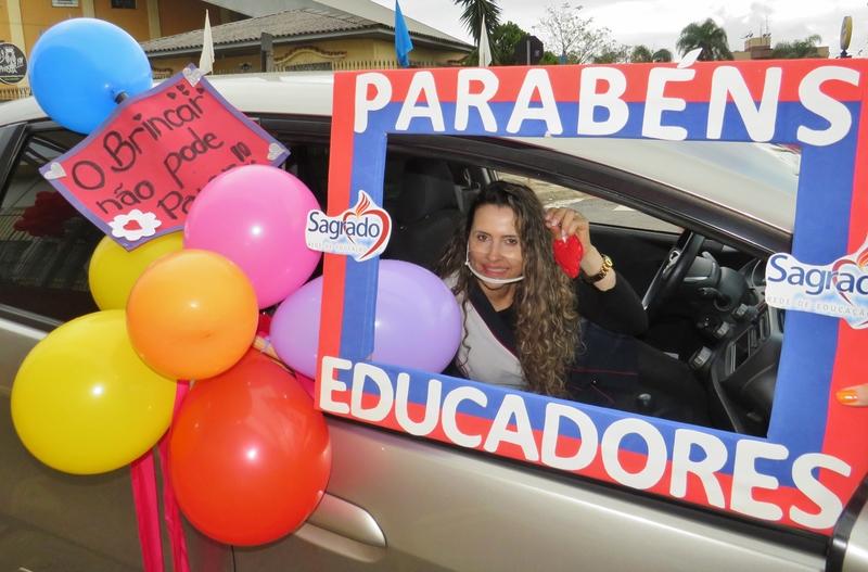 Sagrado PG celebra o Dia do Educador com um Drive-Thru Especial