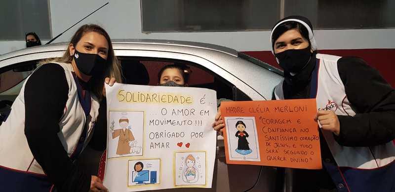 Mais fotos do Drive Thru Solidário Cleliano
