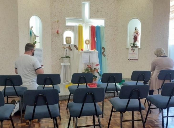 SENTINELAS DO CORAÇÃO: Pastoral Escolar realiza Dia de Adoração ao Santíssimo