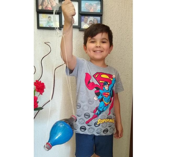 SAGRADO EM CASA: Infantil V conhece as obras de Sálua Chequer e confecciona brinquedos feitos à mão