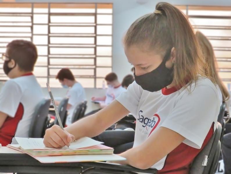 SAGRADO PG recebe educandos do Ensino Fundamental - Anos Finais e Ensino Médio para as aulas presenciais