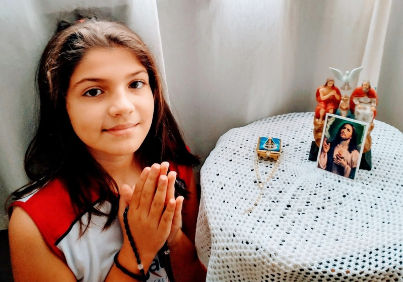 SAGRADO EM CASA: 6ºs anos exploram os valores da espiritualidade e praticam os aprendizados de Língua Portuguesa durante o momento de Oração