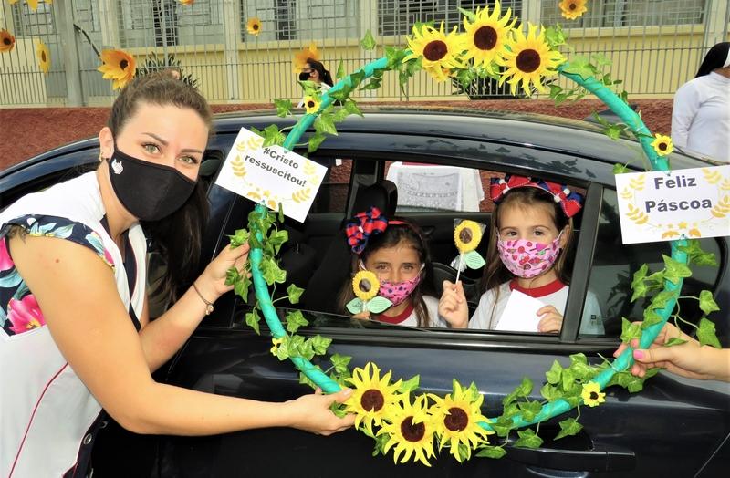 SAGRADO PG promove Drive-Thru de Páscoa para a Educação Infantil e Ensino Fundamental – Anos Iniciais