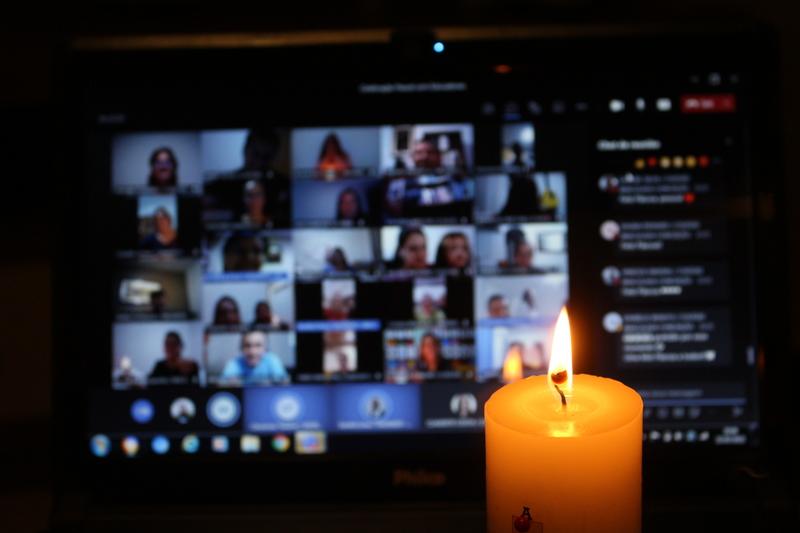 Celebração da Luz: Educadores celebram a Páscoa em encontro virtual