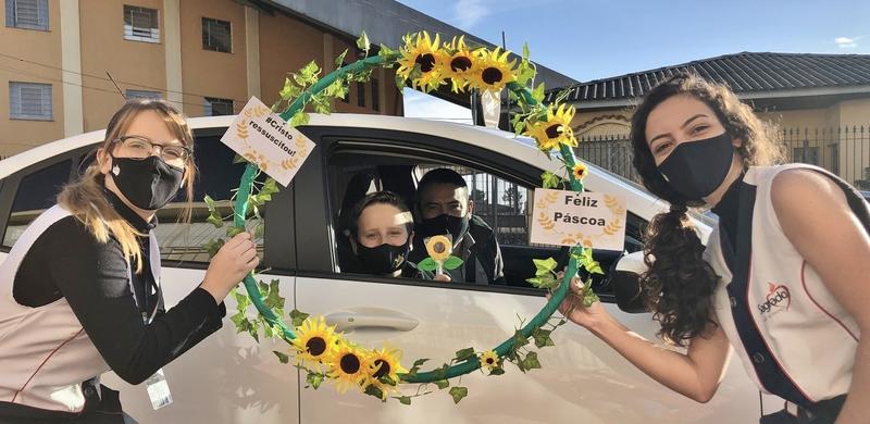 Educandos do Ensino Fundamental – Anos Finais e Ensino Médio participam do Drive-Thru de Páscoa