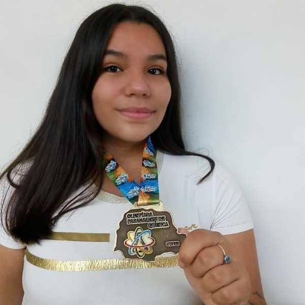 Ex-educanda do Colégio Sagrado recebe menção honrosa na Olimpíada Paranaense de Química