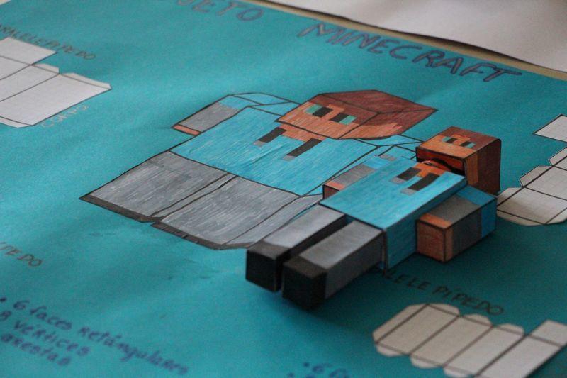 Educandos dos 7ºs anos criam personagens tridimensionais nas aulas de Matemática