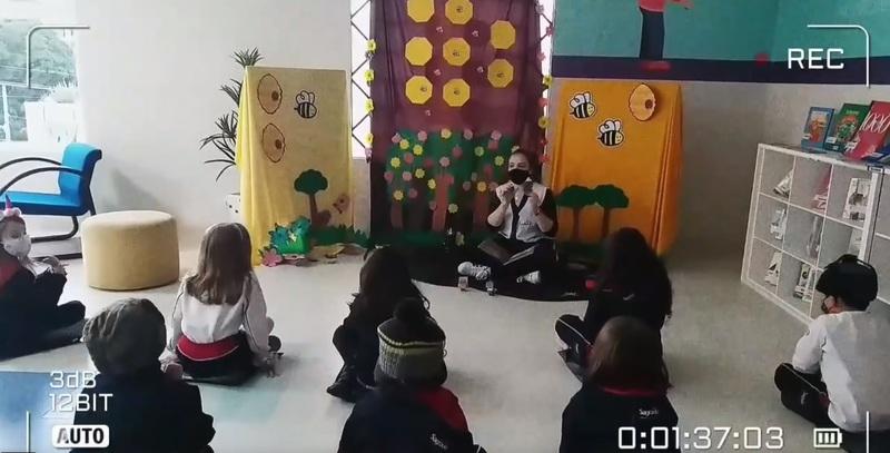 Serviço de Biblioteca Escolar realiza Contação de Histórias e encanta crianças