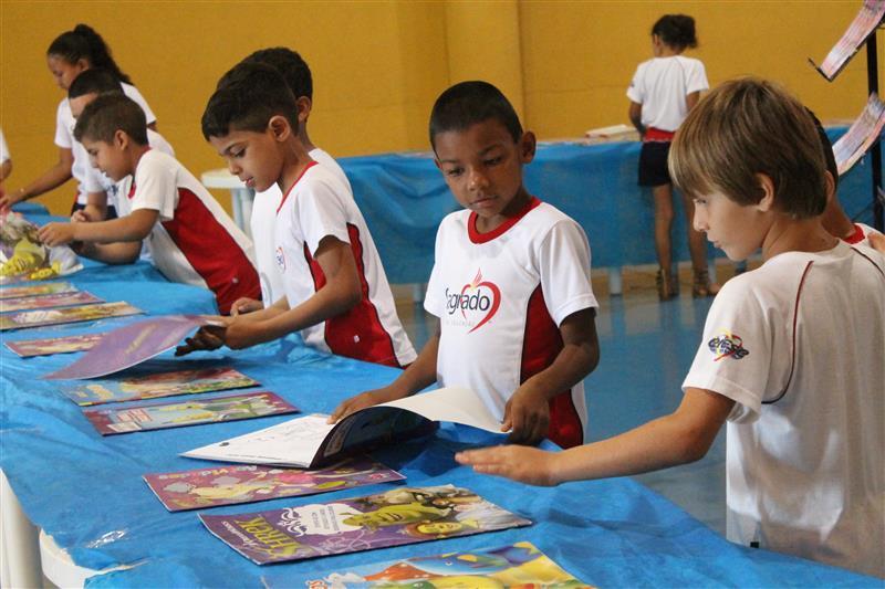 Feira do Livro é Realizada na Escola Social Clélia Merloni