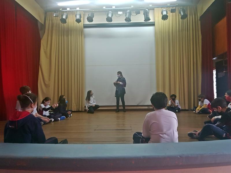 Turmas do 5º ano participam de aula especial de Teatro