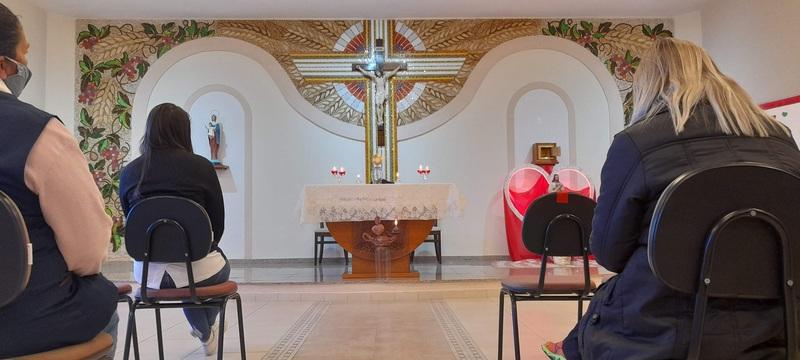"""""""A minha bênção permanecerá sobre as casas em que se achar exposta e venerada a imagem de Meu Sagrado Coração..."""""""