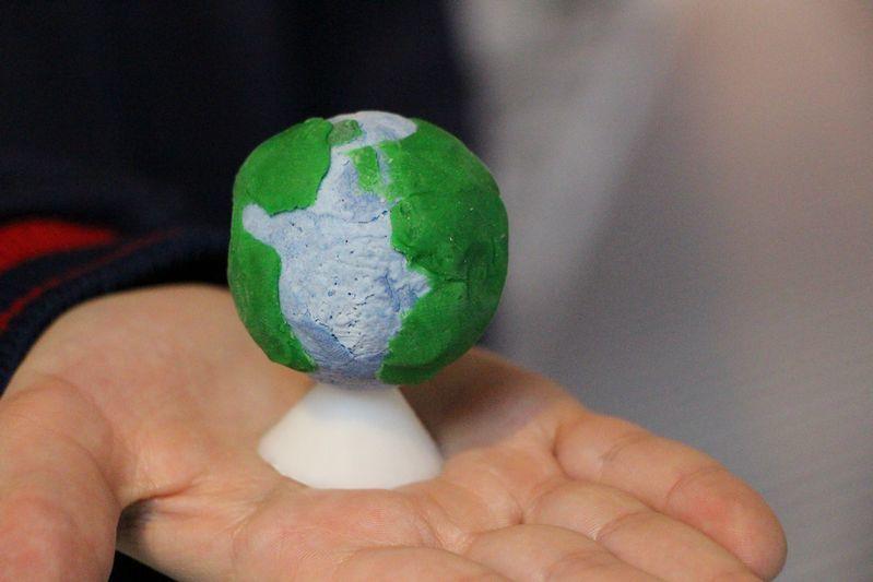 6ºs anos participam de Projeto Maker para construção de um globo terrestre