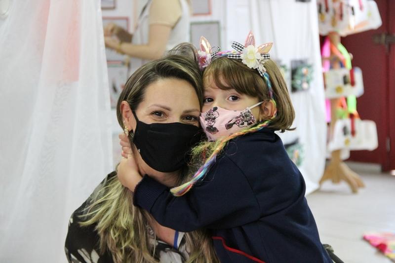 Famílias da Educação Infantil e dos 1ºs anos participam da Entrega de Pareceres e exposição de atividades do 2º trimestre