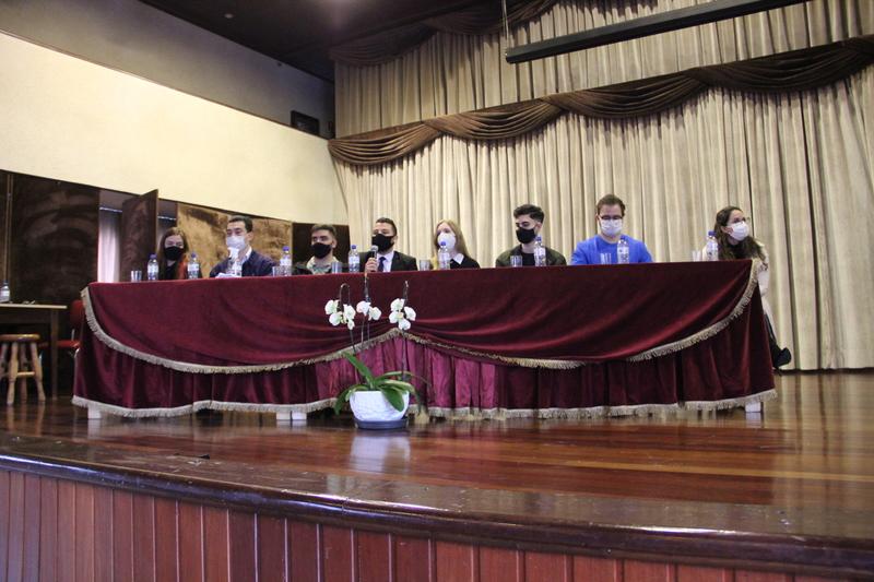 """""""De Olho no Futuro"""": 9ºs anos e Ensino Médio participam de evento com ex-educandos"""