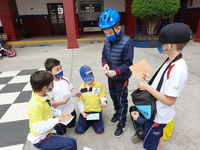 O Carteiro Chegou! Educandos dos 2ºs anos unem diferentes componentes curriculares em atividade prática