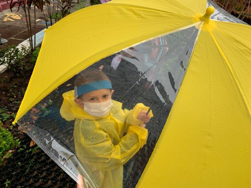 Infantil IV se diverte curtindo um dia de chuva pra lá de especial