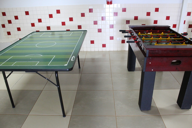 mesa de futebol e mesa de pebolim